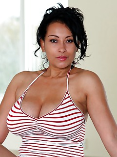 Latina MILF Pics